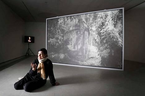 Porin taidemuseon näyttely on belgialaisen Ana Torfsin ensimmäinen yksityisnäyttely Pohjoismaissa. Kuvassa osa installaatiosta The Parrot & the Nightingale, a Phantasmagoria vuodelta 2014.