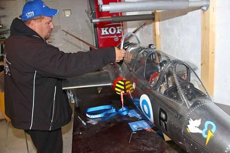 Tällä hetkellä Kimmo Lehtonen rakentaa Fouga Magisterin pienoismallia. Suomessa koneen esikuva löytyy esimerkiksi Porin Museolentokonekerhosta.