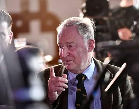 76-vuotias Alexander Gauland on juristi ja journalisti, joka oli jäsenenä Angela Merkelin konservatiivisessa CDU-puolueessa 40 vuoden ajan.