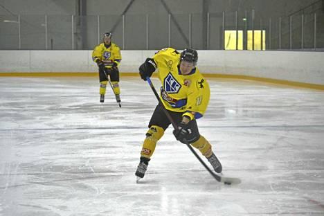 KK-V:n Pasi Sinivaara laukoi joukkueensa 2-0 -johtoon viikonlopun ottelussa ParSportia vastaan.