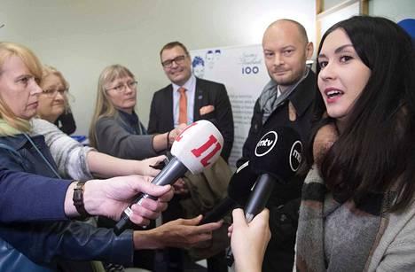 Siniset luovuttivat tarvittavat 5000 kannattajakorttia maanantaina oikeusministeriölle. Puolueen ensimmäinen puoluekokous pidetään kahden–kolmen kuukauden kuluttua Tampereella, kansanedustaja Tiina Elovaara (oik.) sanoi Aamulehdelle.