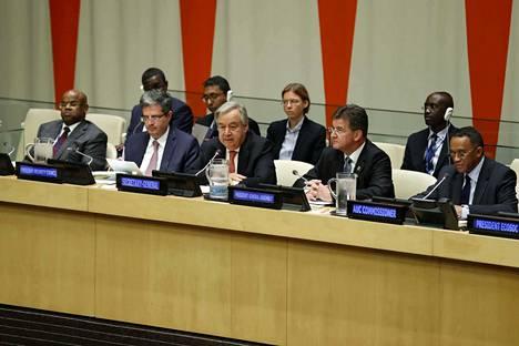 António Guterres (eturivissä keskellä) on toiminut YK:n pääsihteerinä vuoden 2017 alusta asti.