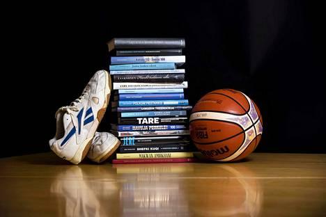 Suomessa julkaistaan keskimäärin vähän yli sata urheilukirjaa vuodessa. Tässä osa kuluvan vuoden tuotannosta.
