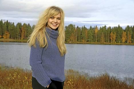 Keuruulta kotoisin olevan Lotta-Maria Heinosen matka kohti Idols-laulukilpailun finaalia jatkuu. Keskiviikkona hän lauloi kirkkaasti jatkoon, kun finaaliehdokkaiden karsinta kisan 20 parhaan sakista jatkui televisiossa.