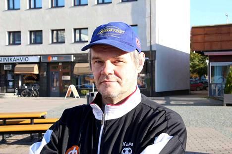 –Ei kai se parane kuin itsekseen. Kai se joku lämmin juoma auttaa flunssaan myös, miettii kankaanpääläinen Hannu Viljanen.