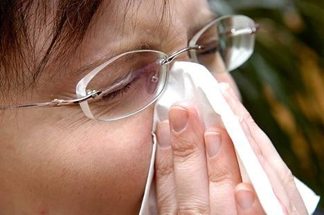 Vastaajien mukaan flunssaan auttavat parhaiten perinteiset hoitokeinot – lepo ja kuuma juoma.