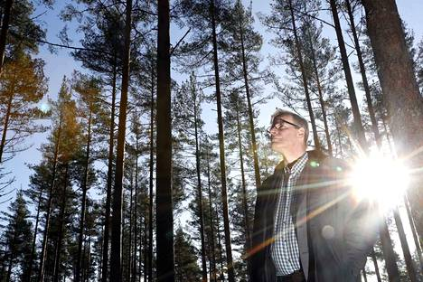 Välittäjä Timo Paavilainen tietää, että ostajia löytyisi metsille, mutta myyjiä ei meinaa Satakunnan alueelta löytyä.