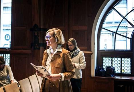 Sisäministeri Paula Risikko antaa poliisille täyden tunnustuksen Tampereen tapahtumien hoidosta. Kuvassa Risikko kuvattuna sisäisen turvallisuuden raportin julkistamistilaisuudessa lokakuun alussa.