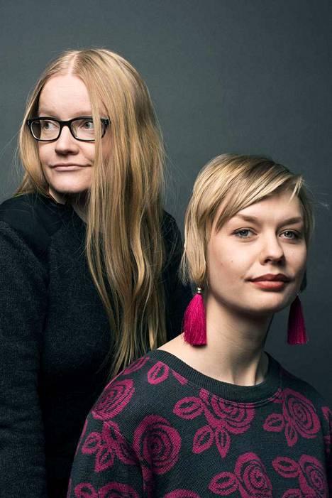 Johanna Vehkoo (vas.) on tutkiva toimittaja ja Emmi Nieminen kuvittaja ja kuvataiteilija.