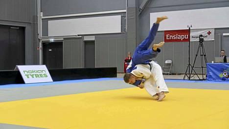Ensimmäisessä ottelussa Luukas Saha kohtasi Tommi Valtosen.
