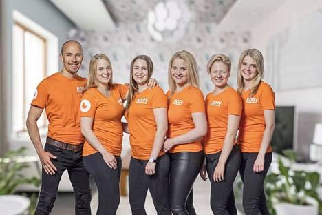 Vuonna 2010 perustetussa tamperelaisessa yrityksessä ovat mukana Henri Haho ja hänen vaimonsa Saana Tyni (toinen vas.) sekä Silja Tyni, Saila Tyni, Selina Tyni ja Soili Tyni.