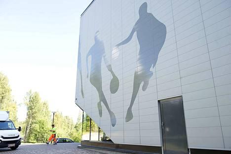 VsV kohtasi Raholan joukkueen uudessa Tesoman palloiluhallissa Tampereella. Vaikka puitteet olivat hienot, ei isäntäjoukkue mahtanut mitään: VsV voitti.