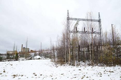 Sellukadulta otettu kuva näyttää maiseman, jossa raitiotie kulkisi kohti vanhaa tehdasta viranhaltijoiden ehdotuksen mukaan.