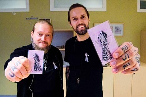 """Jarno """"Jarppi"""" Leppälä ja Hannu-Pekka """"HP"""" Parviainen kuuluvat Duudsoneihin. Ryhmän jäsenistä ainoastaan he asuvat edelleen Suomessa."""