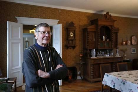 Timo Prihti on pikkutarkasti säilyttänyt ja entisöinyt kartanon alkuperäisen sisustuksen, jonka vanhimmat huonekalut ovat 1700-luvulta.
