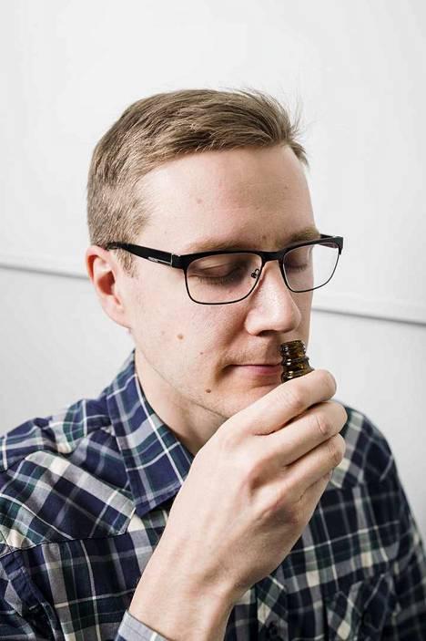 Hajujen haistelemisen lisäksi Jussi Rantala kodaa ja kehittää tutkimusprojektin eräässä osahankkeessa tarvittavia virtuaalimaailmoja.