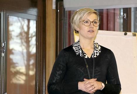 Maria Hanho kertoi Vaissin tilan tiestä elintarvikkeiden tuottajasta jalostajaksi. - Vaissi Oy:n omalla tuotemerkillä markkinoitavat kääryleet tulivat kauppoihin lokakuun lopulla.