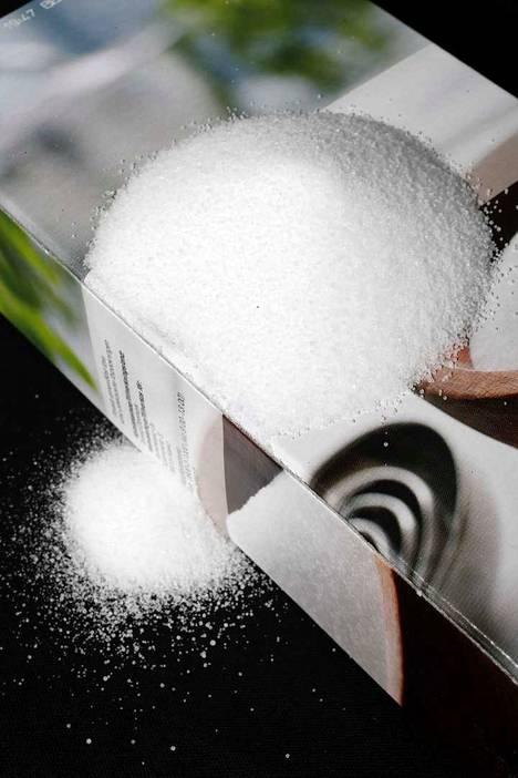 Suolalla voi puhdistaa esimerkiksi valurautapannun.