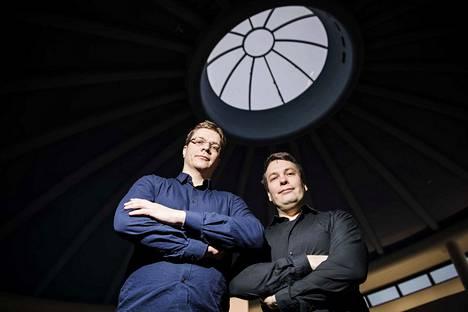 Säveltäjät Roger Wanamo (vas.) ja Jonne Valtonen ovat tulleet tunnetuiksi pelimusiikin viemisestä sinfoniakonsertteihin. Valtonen muistetaan myös viime kesän Muumi-teoksesta.