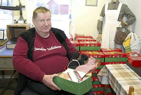 Timo Saarinen järjesti Operaatio Joulun lapsi -keräyksen Keuruulla jo kolmannen kerran peräkkäin. Tänä vuonna lahjoitettiin yli sata joulupakettia vähävaraisimmille lapsille.