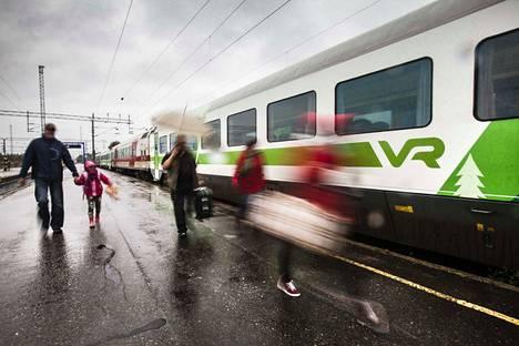 VR:n pakohuonepeli alkaa Helsingistä illalla 13.12. ja päättyy kuvassa olevalle Rovaniemen asemalle seuraavan päivän aamuna.