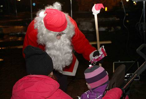 Joulupukin voi nähdä perjantaina Kolhossa ja lauantaina joulukadun avajaisissa Vilppulassa.