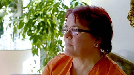 Saattohoitajana seitsemän vuotta toiminut Päivi Mikkola kertoo uudessa dokumentissa, mitä kuolevat katuvat eniten. Katso video alta.