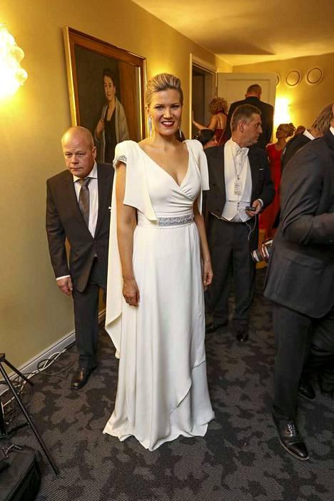 Sofia Vikman edusti Linnan juhlissa vuonna 2016 yllään Anne-Mari Pahkalan puku.
