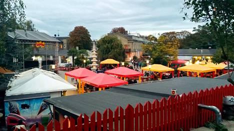Christianiassa järjestetään konsertteja ja siellä on paljon ravintoloita. Kuva on otettu viime vuoden lokakuussa noin kuukausi sen jälkeen, kun asukkaat hajottivat pysyvät huumekojut.