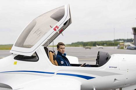 20-vuotias merkonomi Joona Koskela päätti ryhtyä yrittäjäksi. Hän perusti ilmailualan yrityksen ja osti uuden lentokoneen Kanadasta.