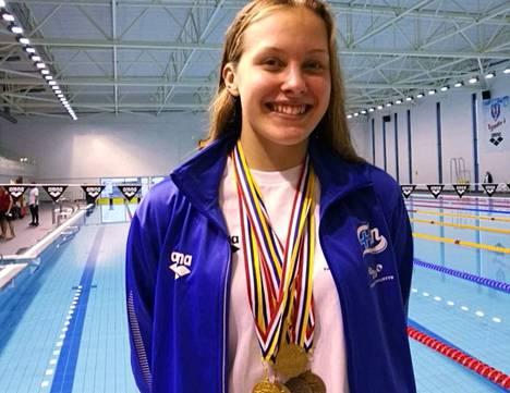 Jenna Rajahalme voitti PM-kisoissa kultaa 100 metrin vapaauinnissa, 100 metrin rintauinnissa ja 50 metrin vapaauinnissa. Pronssia hän sai 400 metrin vapaauinnista ja 100 metrin vapaauinnin viestistä.