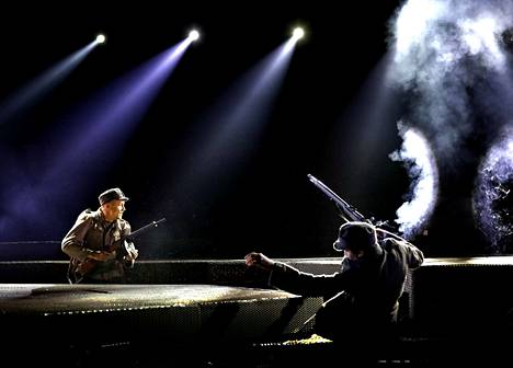Tämä oli varmasti vuoden puhutuin näytelmä Satakunnassa. Porin teatterin Tuntematon sotilas keräsi paljon yleisöä ja kiitosta mutta herätti myös kritiikkiä. Lavasteet ja tehosteet olivat näyttävät.