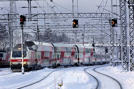 Intercity-juna on osunut kaivinkoneeseen Parkanossa. Kuvituskuva.