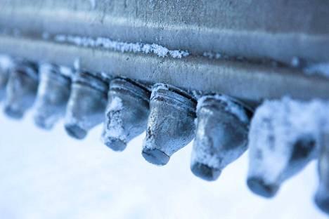 Tiehöylässä voidaan käyttää yhdestä kolmeen terää. Mahdolliset terien paikat ovat etupyörien edessä, etu- ja takapyörien välissä ja takapyörien takana.
