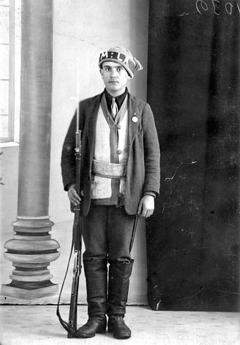 Messukyläläinen punakaartilainen kuvattuna Tampereella 24.03.1918.