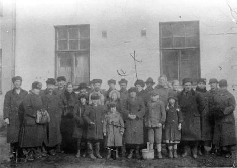 Kaksi viikkoa pesutuvassa piileksineitä asukkaita Tampereella 3.4.1918.