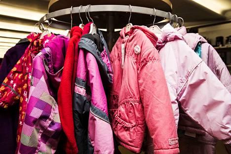 Lahjoita vain siistejä ja puhtaita vaatteita, joita voi vielä käyttää.
