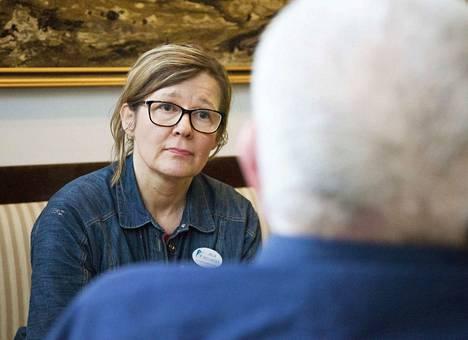 Anja Smolander arveli aluksi, että jaksaa saattohoitajan työtä ehkä parikymmentä vuotta. Hän sanoo, että joskus potilaan kuolema koskettaa enemmän. Näin on silloin kun kuolevalla on pieniä lapsia.