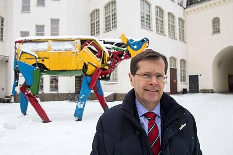 Sveitsin Suomen-suurlähettilään Heinrich Maurerin mukaan Sveitsi voisi saada Suomelta vinkkejä pikkulasten kokopäivähoidon järjestämiseen, jotta myös naiset saataisiin paremmin sisällytettyä työelämään.