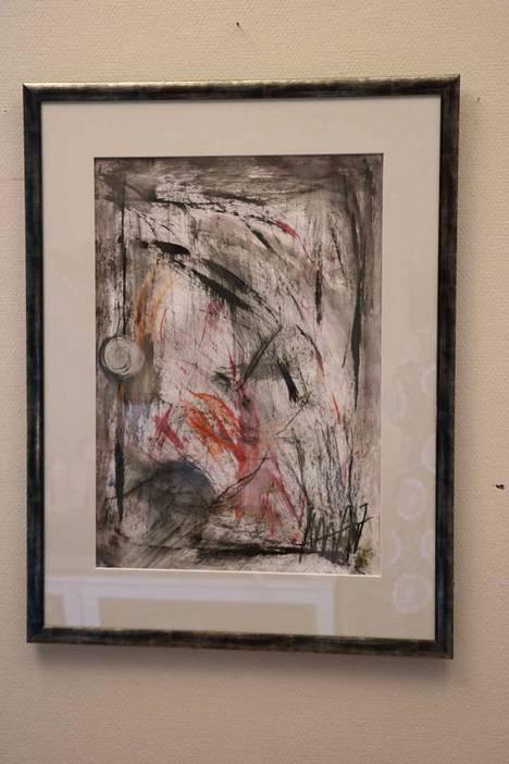 Anne-Mari Alitalon ensimmäinen työ lähti syntymällä isolla pensselillä ja mustalla maalilla, melkeinpä silmät kiinni.