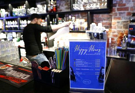 Ravintoloitsijoiden mukaan happy hour -tapahtumien pohjimmainen idea on houkutella asiakkaita liikkeelle. Se ei ole hintakilpailujulistus muita alan toimijoita vastaan.