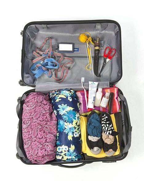 Terävät esineet on muistettava laittaa ruumaan meneviin matkatavaroihin.