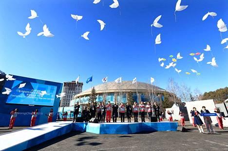 Urheilijoiden olympiakylä aukesi torstaina Pyeongchangissa.