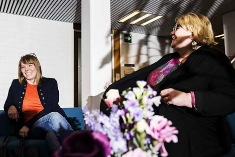 Luottamushenkilöt Hanna Kuusela ja Sinikka Torkkola toivovat, että mahdollisimman moni yliopistolainen osallistuu tällä viikolla mielenilmauksiin. Heidän mielestään Tampere3:n johtosääntöluonnos romuttaa yliopiston itsehallinnon. –Tilanne on vakava, he sanovat.