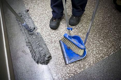 Kiinteistönhoitajat, siivoojat ja talonmiehet menevät kolmeksi päiväksi lakkoon aikovat lakkoilla huhtikuun alussa, jos työnantaja- ja työntekijäpuolen näkemykset eivät kohtaa edessä olevissa sovitteluissa.