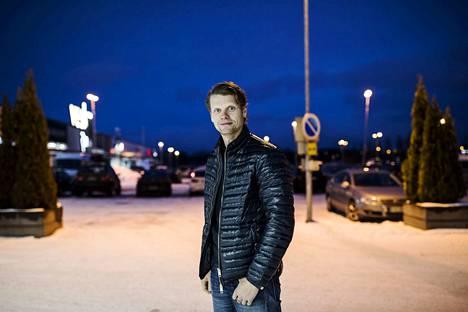 Yrittäjä Marko Kuusisto kertoo, että Veskan parkkialue remontoidaan, mikä tuo 80 autopaikkaa lisää. Suunnitteilla oleva hotelli tulisi parkkipaikan toiseen päähän.