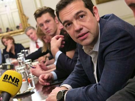 Kreikan pääministeri Alexis Tsipras aikoo vetää kravatin kaulaan, kun talouskriisi on selätetty.