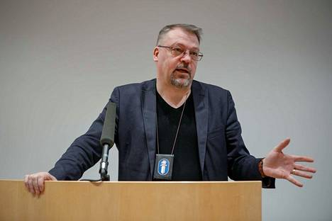 Tutkinnanjohtaja, rikosylikomisario Jari Kinnunen kertasi torstaina Tampereella, mistä valepoliisi-ilmiössä on kyse.
