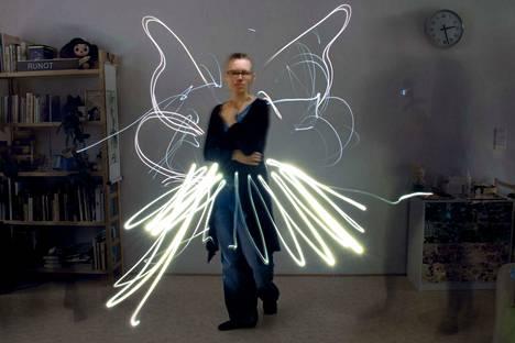 Kevyt kuin perhonen. Balettityön unelma voi toteutua vain unissa. Ja kuvissa.