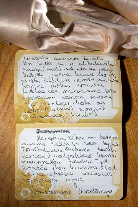 Raisa Jäntti kirjoitti balettirunonsa ensin käsin.
